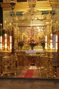 Ковчег над стопой Пресвятой Богородицы