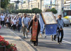 Крестный  ход  с  Гербовецкой  иконой